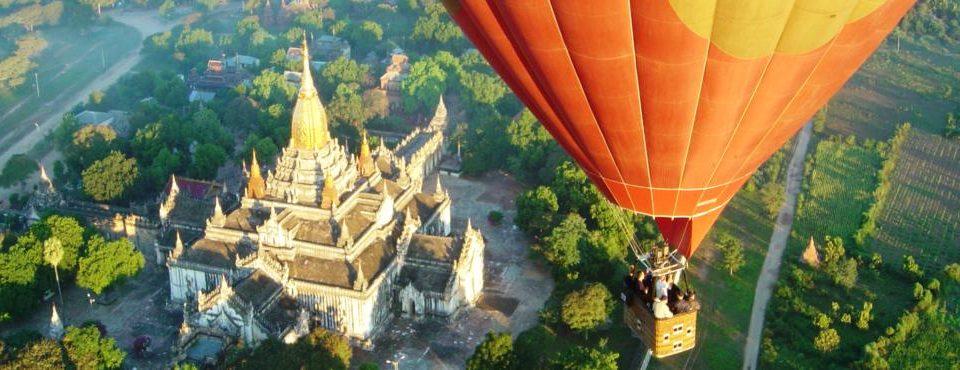 Sorvolo in mongolfiera a Bagan